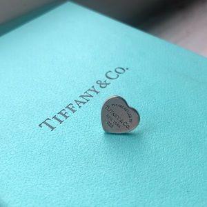 Return to Tiffany & Co. Mini Heart Earring